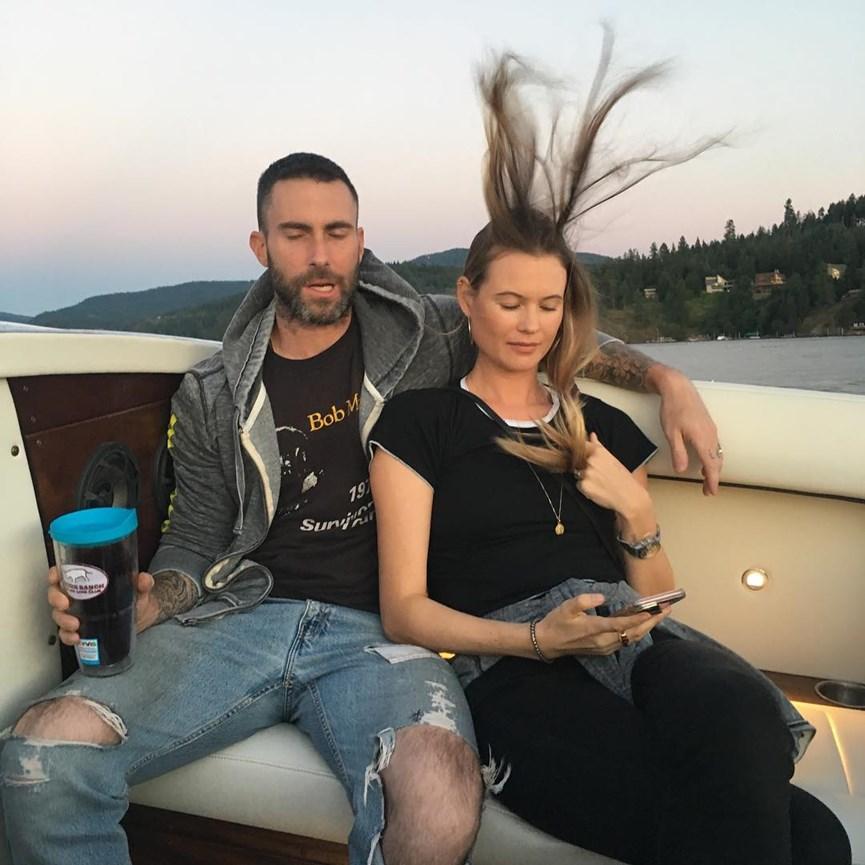 Ο Άνταμ Λεβίν με τη σύζυγό του